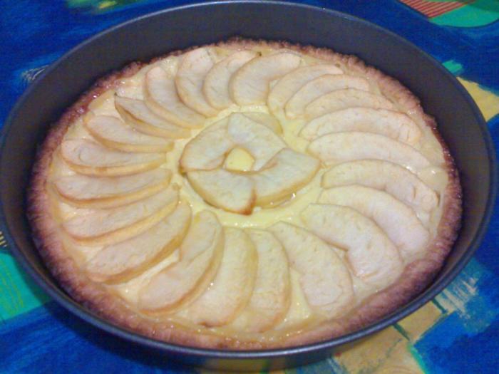 Torta di mele e crema.
