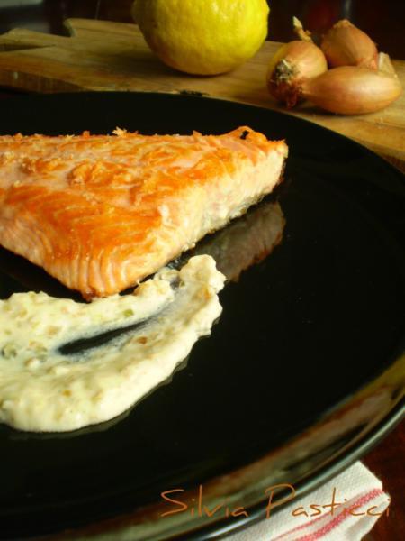 salmone con salsa fresca allo scalogno