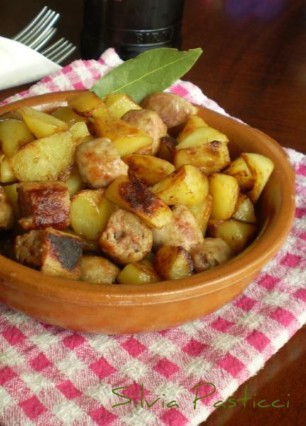 Salsiccia e patate per il terzo tempo.