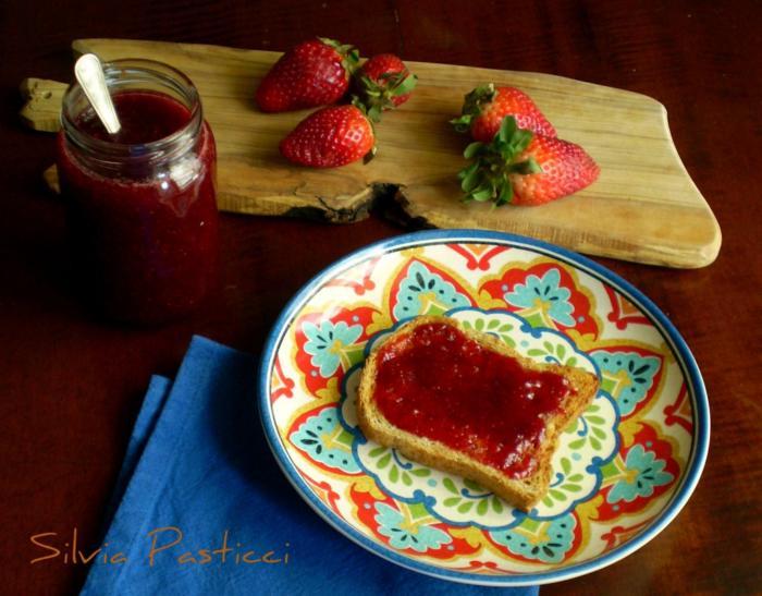 marmellata di fragole poco dolce