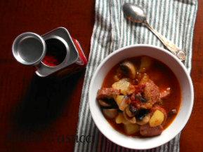 zuppa rustica con salsiccia e funghetti