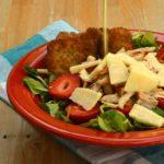 La mia insalata di pollo e fragole con cialde al timo per il Club del 27.
